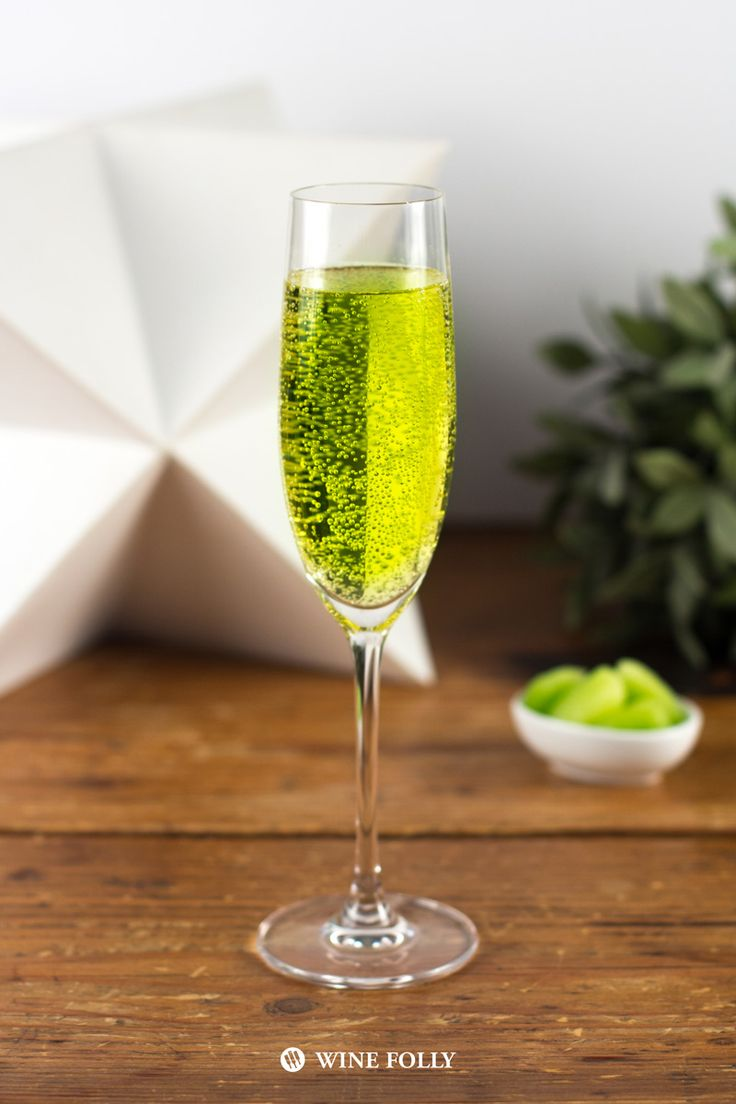 Best 25 green alcoholic drinks ideas on pinterest for Mix drinks with wine