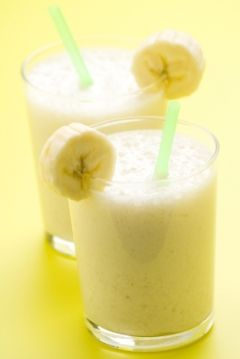 Peanut Butter Banana Oat Shake - Peanut butter and bananas are a classic combination. This drink is a perfect quick and nutritious breakfast, or even as a snack if you need extra calories.