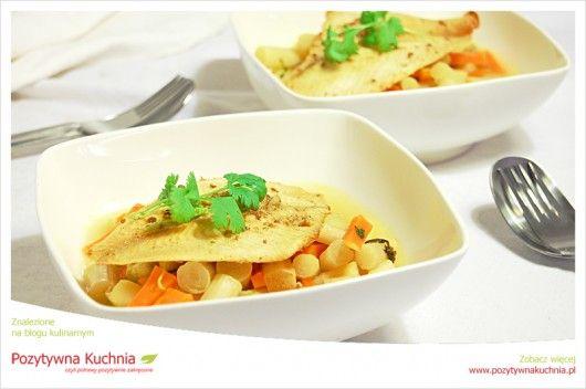 #Przepis na limandę ze szparagami i marchewką - #ryba, #szparagi i #marchewka na #obiad  http://pozytywnakuchnia.pl/limanda-na-marchewce-i-szparagach/  #kuchnia