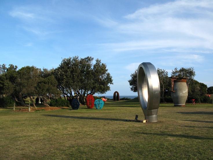 Her er Nåleøjet opstillet ved Sculpture By The Sea ved Bondi