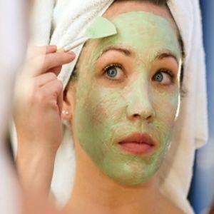 Masker wajah dari alpukat punya banyak manfaat untuk kulit wajah, cara membuatnya pun cukup mudah..