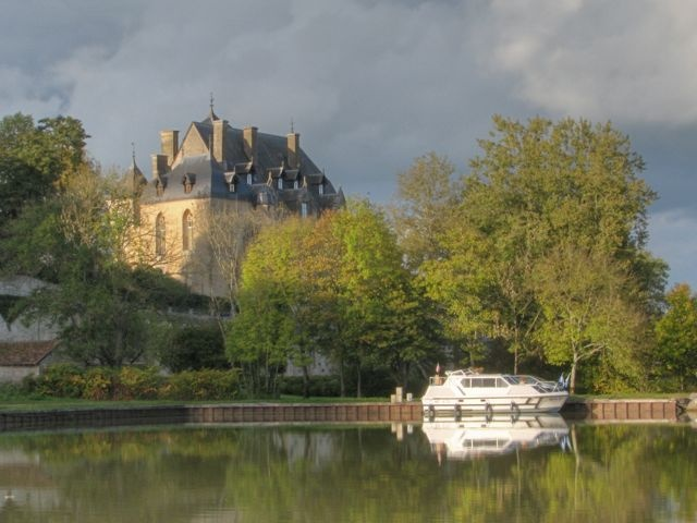 Work as a Ski Instructor all winter to Live on a boat cruising the French Canals all summer - YESSS!