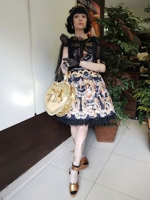 Introduction of photos posted in Alice Holic ☆  ☆・。  WildJackalope さん 。・☆ Royal impression with gold and navy💕 https://aliceholic.com/posts/7002  *The image is posted with approval of the author ♪