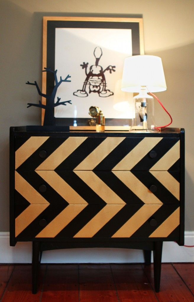 Chevron chest of drawers in black and gold