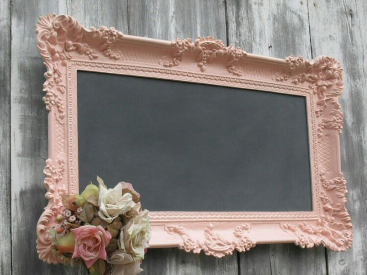 Love this chalk coward with old pic frame.