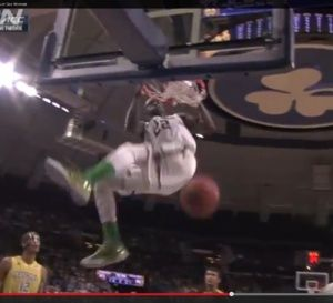 NCAA: un dunk monstrueux de Jerian Grant (Notre-Dame) - vidéo
