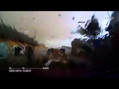 Vídeo mostra o poder de destruição de um tornado na Rússia - Super Pérolas