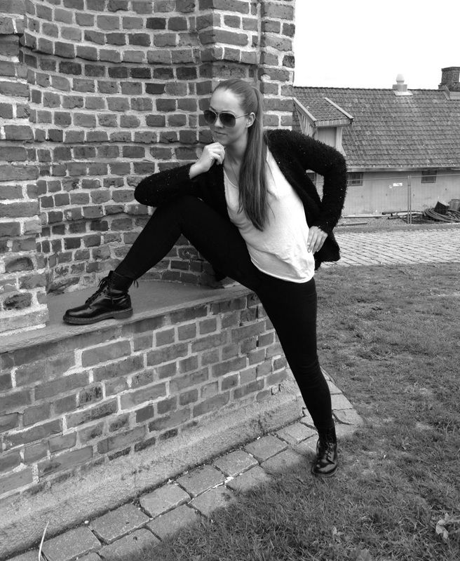 The Uniform, Fashion advice.  Dr Martens, pilot sunglasses, black cardigan, black skinny jeans, long hair, pony tail, white tank top. casual and comfy fashion.