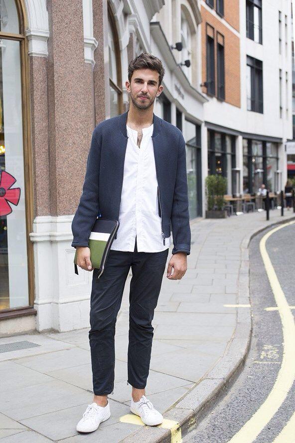 シャツもいいし、パンツの丈も好きな感じです。 紺と白でまとめると大人で清潔感のある印象ですね。 クラッチバッグもスタイリッシュなデザインでいい。