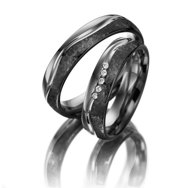 Black Wedding Rings Merii, Palladium 585/- & black rhodinated silver 925/-, 5 brilliant cut diamonds combined 0.05 ct.  Schwarze Trauringe Merii, Palladium 585/- schwarz rhodiniert Weißgold 585/- Breite: 5,00 - Höhe: 1,80 - Steinbesatz: 5 Brillanten zus. 0,05 ct. tw, si (Ring 1 mit Steinbesatz, Ring 2 ohne Steinbesatz)