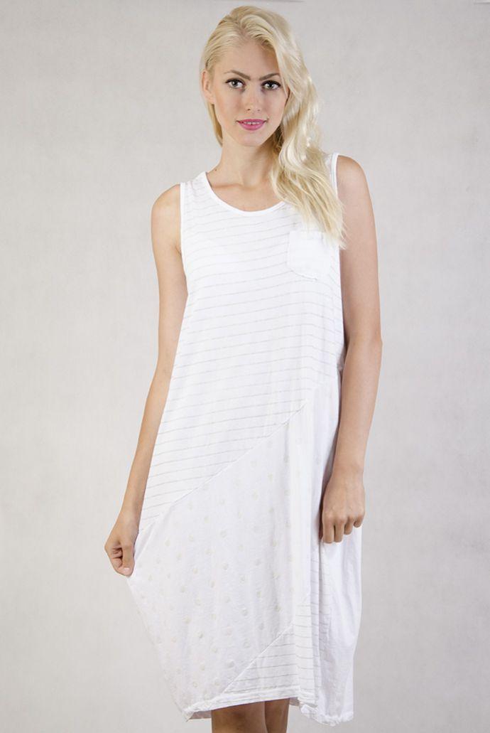 Biała sukienka oversize w paski i kropki