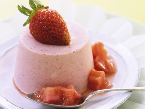 Erdbeereis mit Rhabarbersoße ist ein Rezept mit frischen Zutaten aus der Kategorie Dessert. Probieren Sie dieses und weitere Rezepte von EAT SMARTER!
