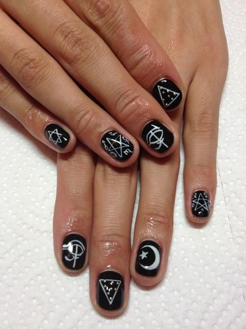 60 Examples of Black and White Nail Art                              …
