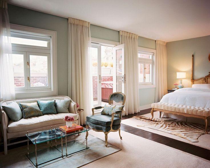 Французские интерьеры: 80 роскошных идей для аристократов и просто ценителей прекрасного http://happymodern.ru/francuzskie-interery/ Светлые шторы на окнах в французском стиле