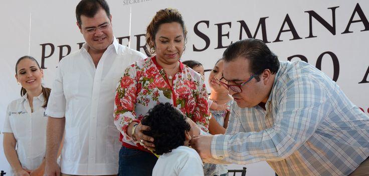 Duarte de Ochoa dijo que Veracruz le ha cerrado la puerta a la poliomielitis salvaje desde hace muchos años; por ello, es importante que los padres de familia lleven a sus hijos a los módulos para que reciban las dosis que marca la Cartilla Nacional de Vacunación.