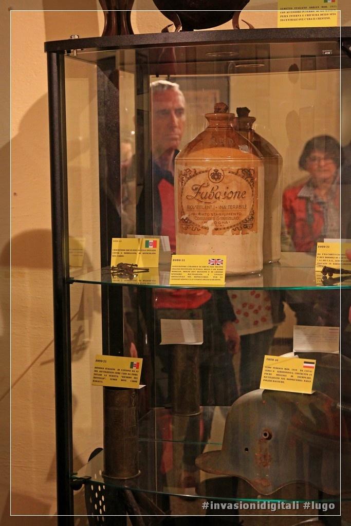 """oggetti della mostra """"Dalla guerra alla pace"""" al museo Baracca #invasionidigitali #lugo"""