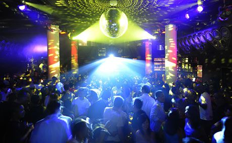 Santos party House - This 8,000-square-foot, bi-level venue mixes music, art and culture and serves as a concert hall, dance club and lounge all in one. #nyc