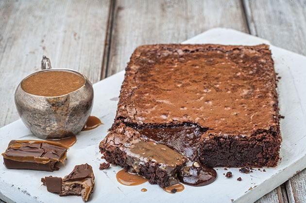 Σοκολάτα κολασμένη με σάλτσα καραμέλα