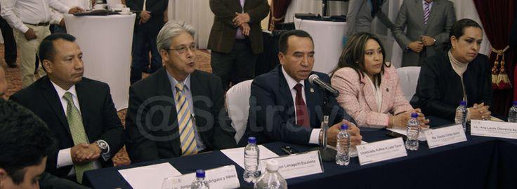 Rufino H León Tovar, Secretario de Transportes y Vialidad, señaló que la propuesta de Ley de Movilidad enviada por el Gobierno del Distrito Federal (GDF) a la Asamblea Legislativa (ALDF), es coherente con la Estrategia Integral de Movilidad planteada por el Jefe de Gobierno, Doctor Miguel Ángel Mancera.