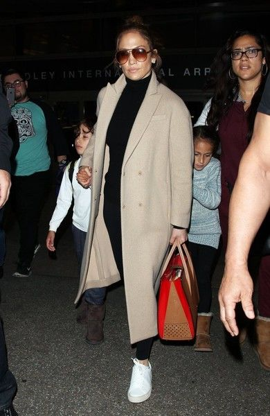 Jennifer Lopez Photos Photos - Actress Jennifer Lopez arrives at LAX airport with her children Emme and Maximilian Muniz in tow on April 11, 2016. - Jennifer Lopez Arrives at LAX Airport