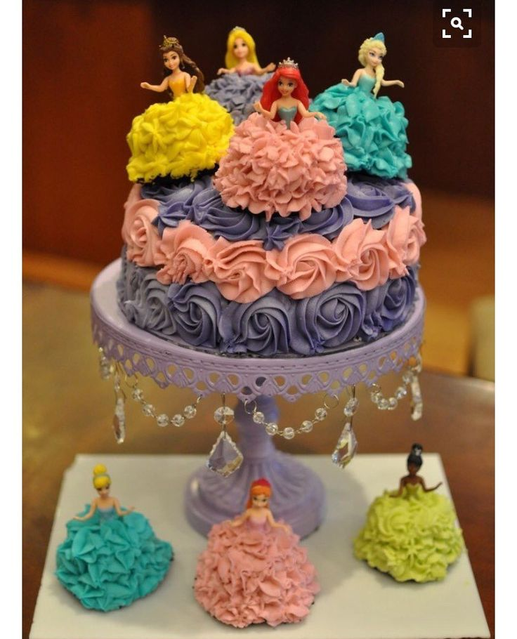 Bolos inspirações para Branca de Neve, Aurora, Ariel, Jasmine, Cinderela, Tiana, Rapunzel, Sofia, Mulan, Bela e a Fera, Pocahontas,...., até da Malévola