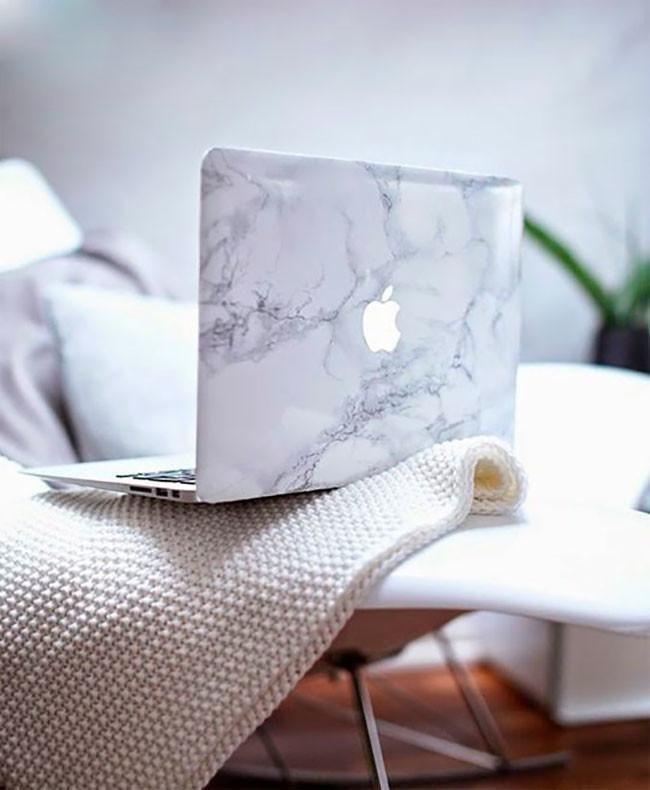 Un sencillo DIY muy barato con el que podrás customizar tu portátil con un fabuloso efecto mármol, en menos de cinco minutos lo tendrás...