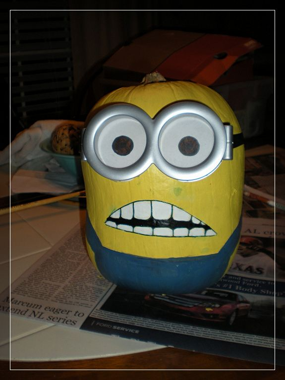 Minion Pumpkins - Painting & Carving from Despicable Me - Snappy Pixels