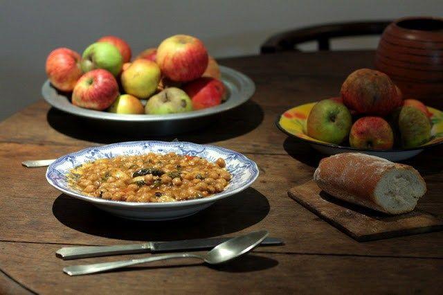 Un buen plato de cuchara, garbanzos con shiitake y espinacas,una alternativa muy sabrosa a los tradicionales garbanzos con bacalao y espinacas. Además, ahora estamos en el momento perfecto pa…