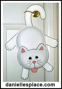 Hanging Around Paper Plate Cat Craft Kids Can Make from www.daniellesplace.com