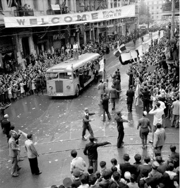 Πανηγυρισμοί απελευθέρωσης.  Αθήνα, 12 Οκτωβρίου 1944