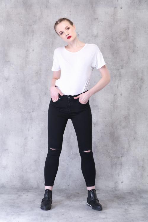 Siyah Yüksek Bel Diz Yırtık Skinny Jean - Fotoğraf