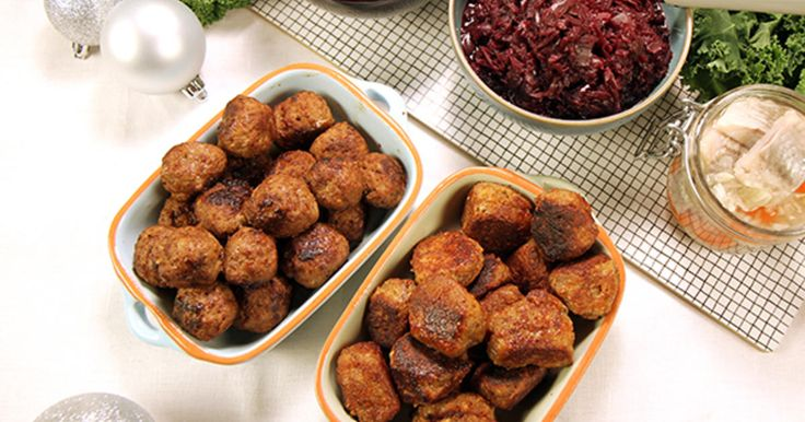 Vegetariska köttbullar med ost, solroskärnor och ägg. Passar perfekt som ett vegetariskt alternativ på julbordet.