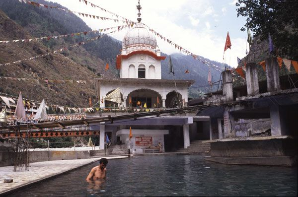 Hot water springs at manikaran