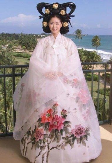 < Miss Universe 2001 > Kim Sa-rang with Korean Fusion Hanbok - won 'Best National Costume'