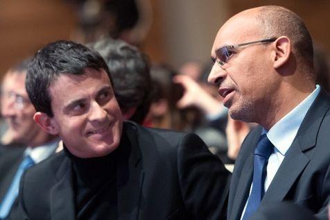 27.01.13 / Le PS monte au front contre Mélenchon / Le patron du PS Harlem Desir et le ministre de l'Intérieur Manuel Valls, à la Mutualité, le 26 janvier.