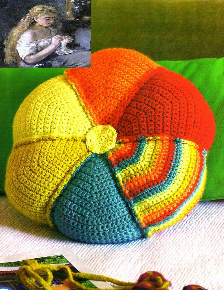 tejidos artesanales en crochet: almohadon flor multicolor tejido en crochet