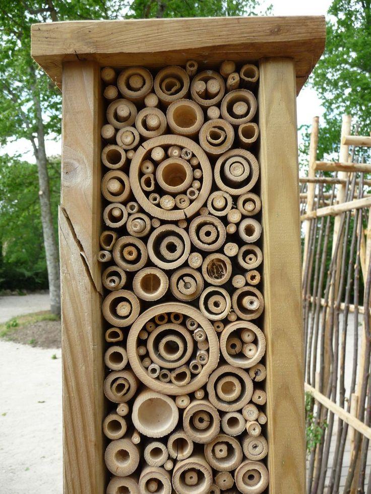 """""""bug hotel! HLM à insectes de Michel Davo, Le Jardin d'enfants, Domaine de Chaumont-sur-Loire (41), mai 2010, photo Alain Delavie"""""""