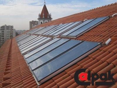 Εγκατάσταση με ηλιακούς συλλέκτες Calpak στην Πορτογαλία.