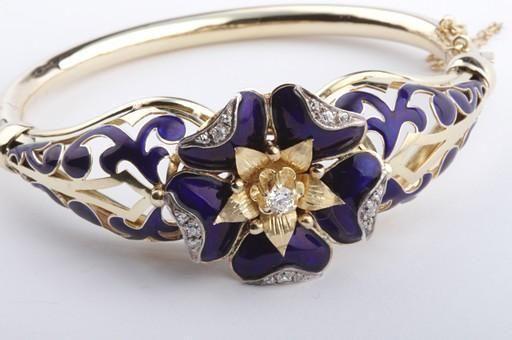 Diamant Armreif antik in aus 585 er Gelbgold mit Emaille Diamanten Brillanten