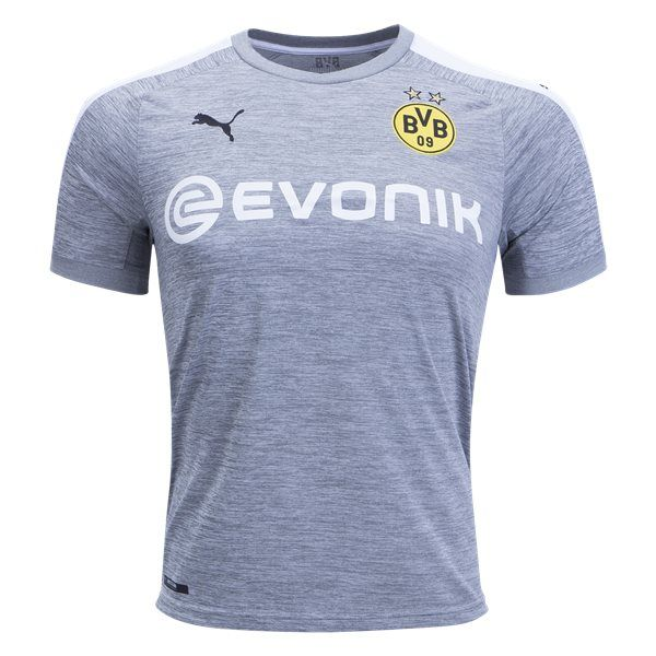 Maillot Borussia Dortmund Third 2017/2018 Voici le Maillot Borussia Dortmund Third 2017/2018. Nous sommes aujourd'hui en mesure de partager un aperçu exclusif du maillot du Borussia Dortmund third 2017/2018. Confectionné par Puma, le maillot de Dortmund third 2017/2018 devrait sortir au mois de Juillet, dans un style très mode. Le maillot third du Borussia Dortmund […]