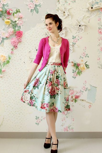 Gorgeous outfit, especially with Spring right around the corner. Love the print off the skirt.