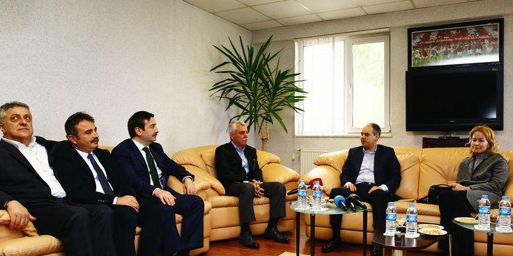 Samsunspor Kulübü Başkanı Erkut Tutu, Yönetim Kurulu üyeleri ve takım oyuncuları ile bir araya geldik.
