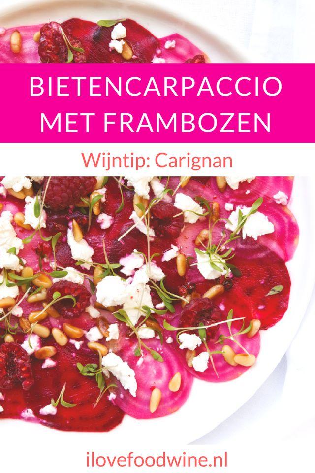 Recept Bietencarpaccio met frambozen Mooi voorgerecht met knapperige bietjes en een fruitig-zure dressing die licht pikant smaakt door de wasabi en peperbessen. Aangevuld met sappig zuurzoete frambozen en een nootsmaak van de pijnboompitjes. Hier past een frisse rode wijn met dezelfde rode fruitaroma's heel goed bij. Kies voor de Les Temps des Gitans of een fruitige Beaujolais. #wijnspijscombinatie #salade #voorgerecht