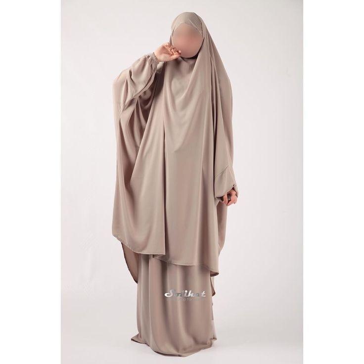 """В наличии любимые и такие долгожданные костюмы """"Солиха""""🌟 В самом светлом и нежном цвете!🐚🌸💫 Многие сёстры выбирают эту модель именно в нашем исполнении! Окутайте себя в настоящее шариатское покрывало, а 5,5 метров нашего нежного крепа помогут вам в этом❤ В наличии костюмы с юбкой или зуавами❗ Доступные цвета: - вишня (материал средней плотности до 20-22 градусов тепла) - слоновая кость - хаки с зуавами  Подробнее о костюме: • химар на завязках • юбка и рукава на резинке • неизменный…"""