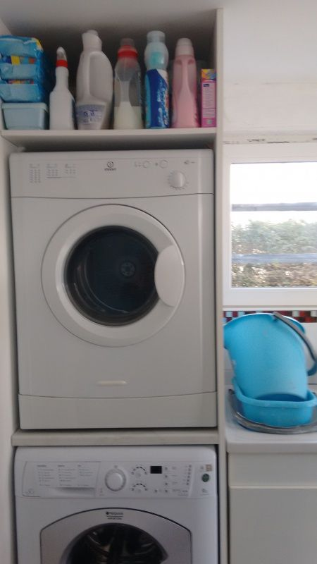 Superposer lave linge et s che linge amenagement cellier pinterest - Machine a laver et seche linge ...