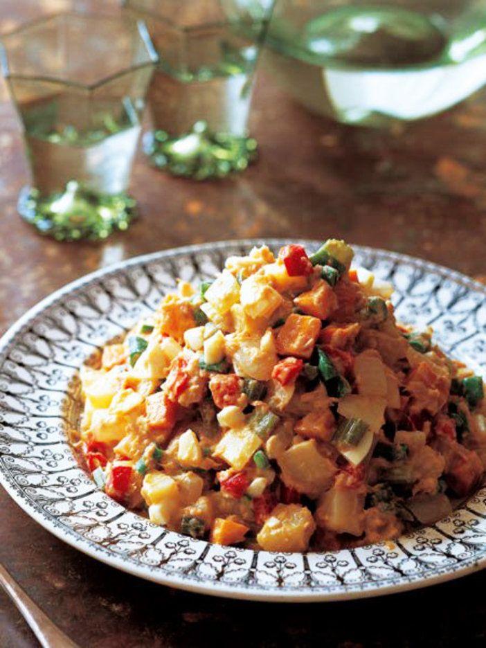 さまざまな具を手作りのマヨネーズで和えたサラダ。出来立てのマヨネーズがポイント!|『ELLE gourmet(エル・グルメ)』はおしゃれで簡単なレシピが満載!