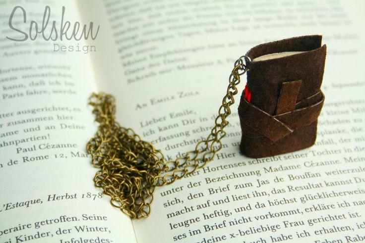 Boek Leer Ketting | Brons en leer | Geschenk van Solsken-Design op DaWanda.com