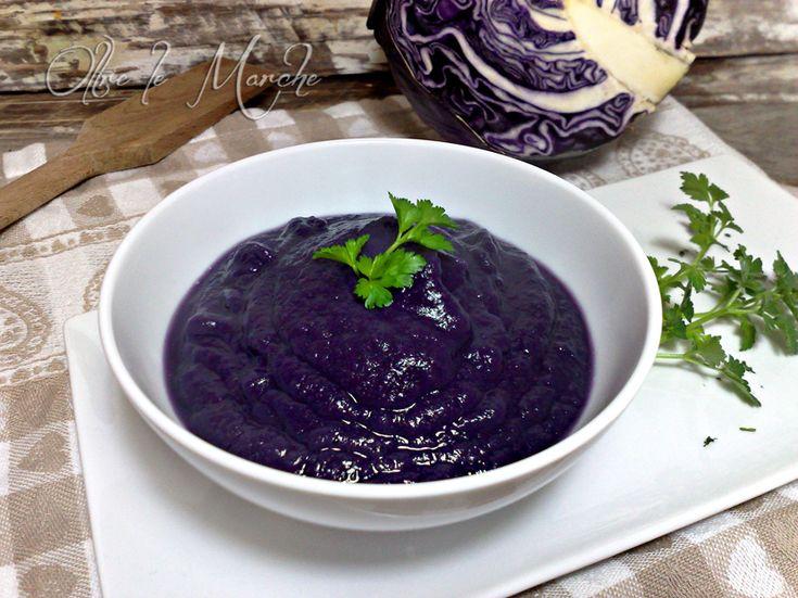 La vellutata di cavolo rosso è una gustosa zuppa vegetariana ricca di nutrienti. Perfetta per chi è a dieta e vuole rimanere leggero, senza grassi aggiunti.