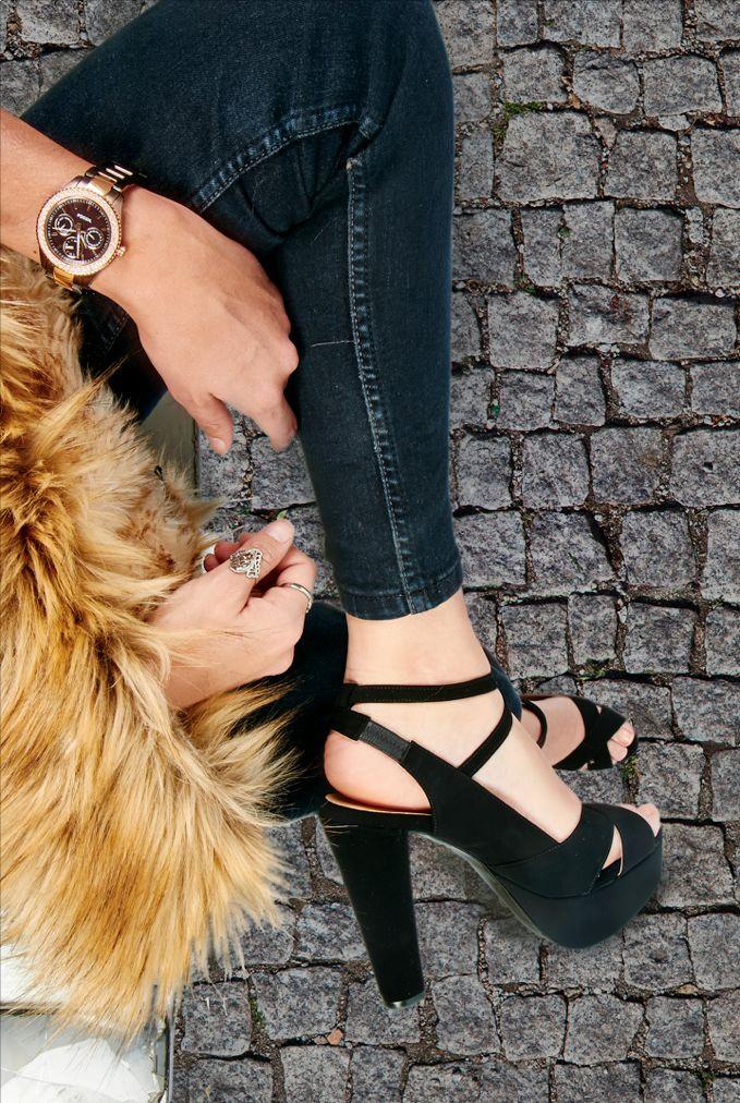 combina tu estilo personal con lo mejor de las tendencias y #Cklass #strapy #heels #fur #blogger #style #watch #jeans #rings
