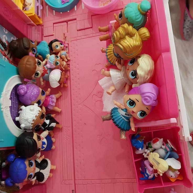 13 Лол висилили з будиночка 4 Барбі 6 принцес Діснея  і одного Кена. Я нервуюсь))) #lol #lolsurprise #barbie